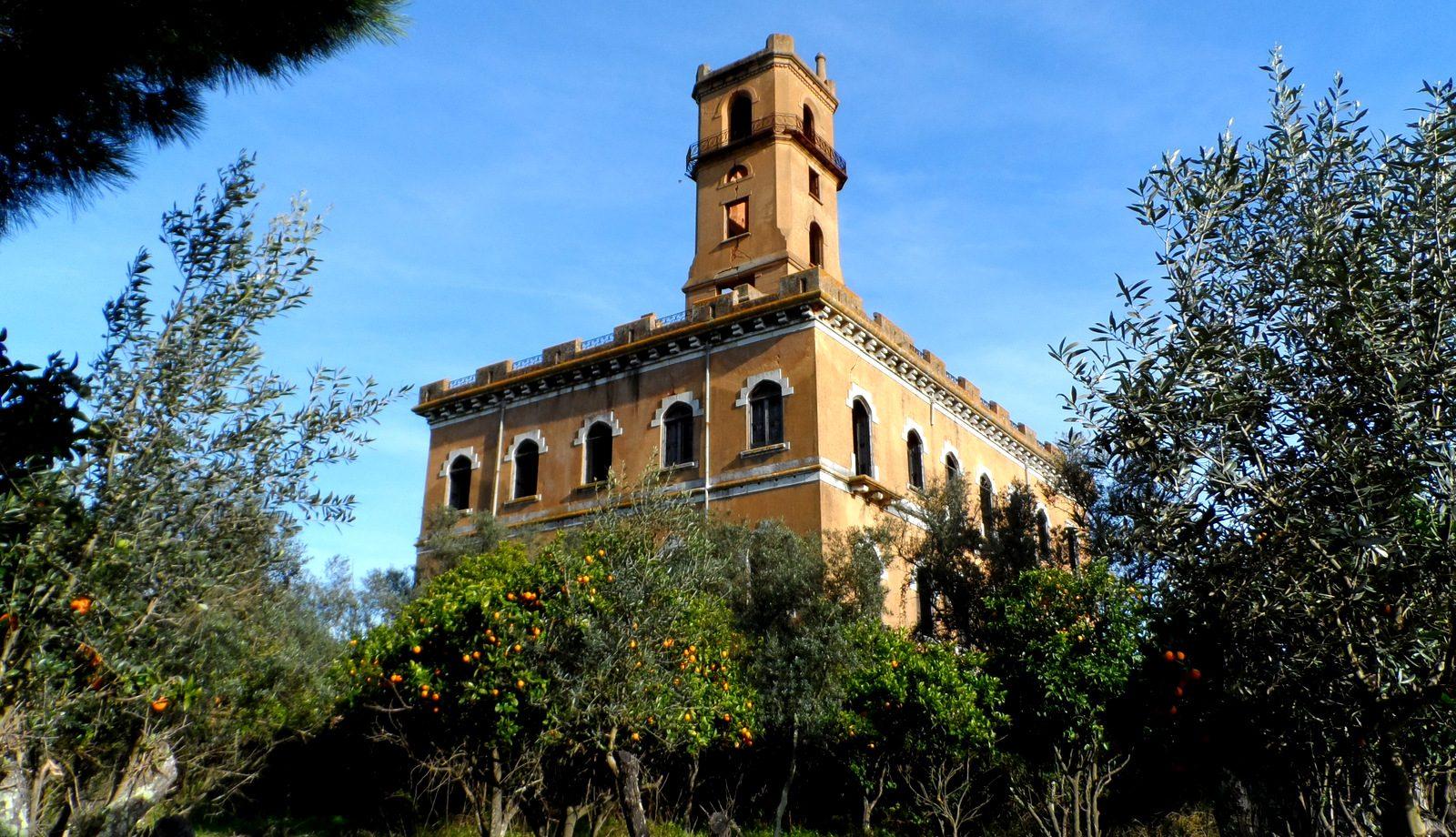 Palácio do Rei do Lixo or Torre do Inferno (Hell's Tower)